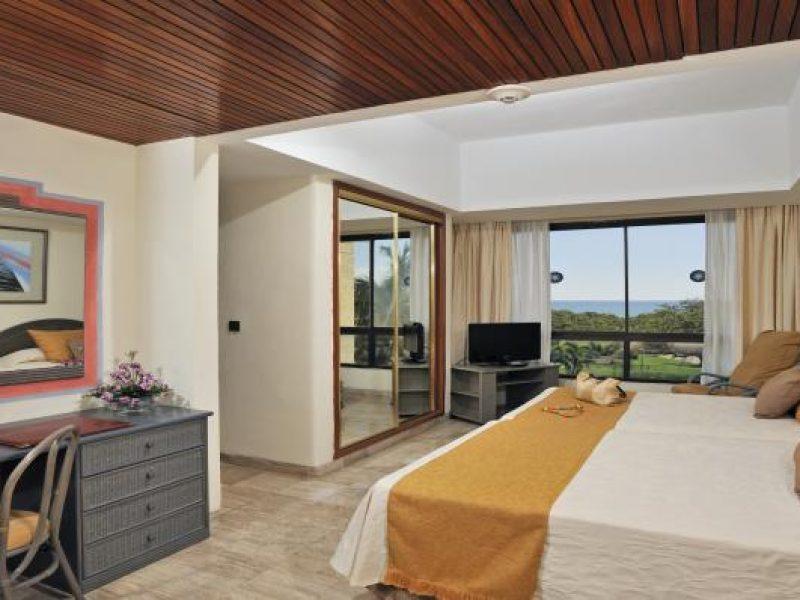 09bmelialasamericas-master-suite-deluxe-golf1