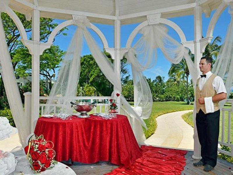 70melialasamericas-weddinggazebo