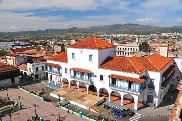 Santiago-de-Cuba-city-hall-main-square