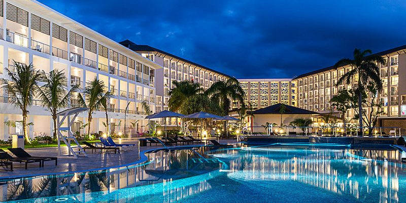 riu-palace-pool-night