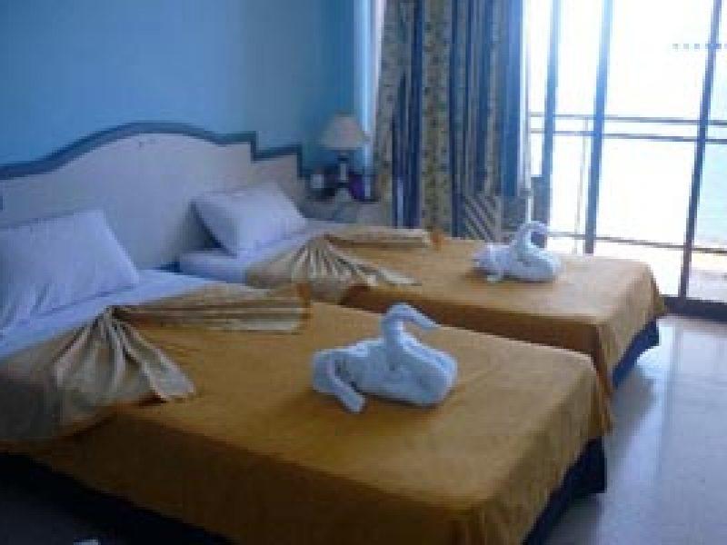Hotel-Neptuno-Triton-Havana-rooms